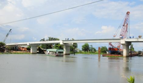 Cầu nối hai miền quê biên giới