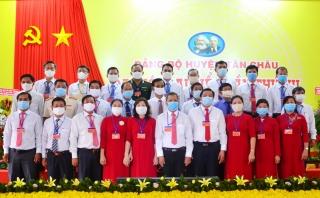 Tiếp tục khai thác tốt các nguồn lực, thúc đẩy tăng trưởng nhanh, ổn định và bền vững * Ông Nguyễn Văn Cường tiếp tục giữ chức Bí thư Huyện uỷ.