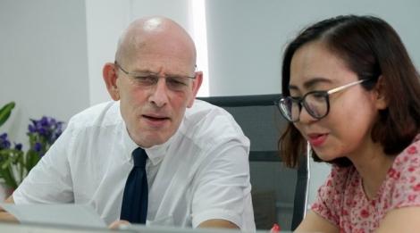 Chuyên gia nước ngoài giải đề thi Tiếng Anh tốt nghiệp THPT