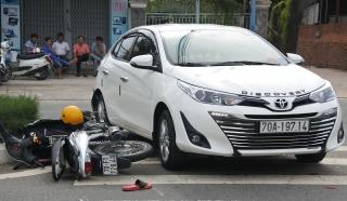Lùi xe gây tai nạn giao thông