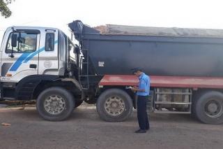 Thanh tra Giao thông: Một tháng xử phạt hơn 50 trường hợp xe chở hàng quá tải