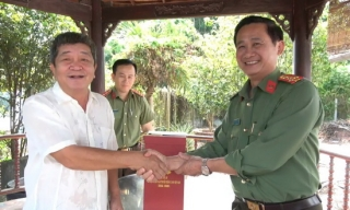 Công an Tây Ninh: Thăm, tặng quà gia đình chính sách