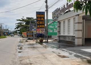 Khách sạn A Chí Anh tiếp tục xả nước thải ra đường