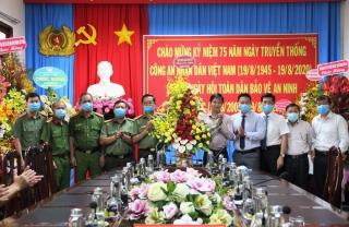 Thăm và chúc mừng Ngày truyền thống lực lượng Công an nhân dân