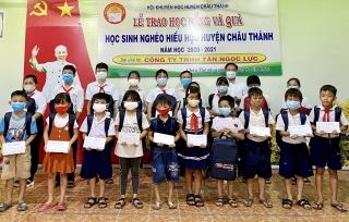 Châu Thành: Trao 100 suất học bổng cho học sinh nghèo, hiếu học