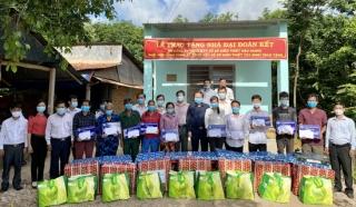 Chủ tịch UBND tỉnh Hậu Giang trao 10 căn nhà ĐĐK tại Châu Thành
