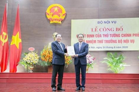 Trao quyết định của Thủ tướng Chính phủ bổ nhiệm Thứ trưởng Bộ Nội vụ
