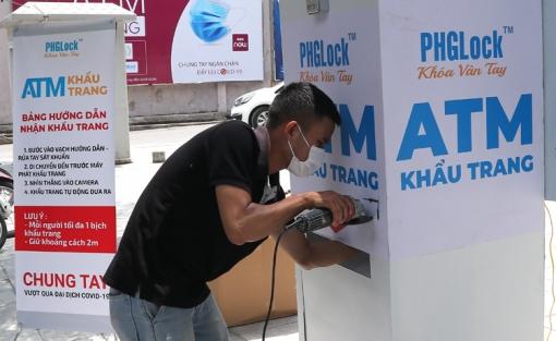 Cây ATM nhận diện khuôn mặt để tặng khẩu trang miễn phí