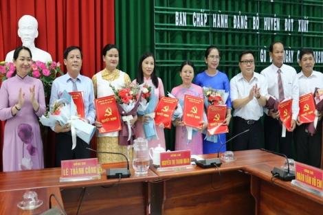 Huyện ủy Gò Dầu trao các quyết định về công tác cán bộ