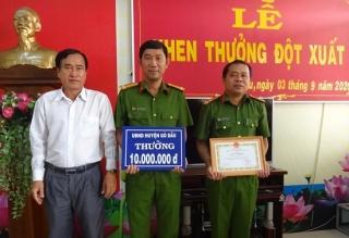 UBND huyện Gò Dầu khen thưởng đột xuất tập thể Công an huyện