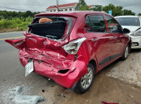 Tai nạn giao thông, 3 xe ô tô bị hư hỏng nặng