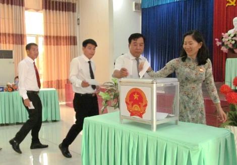 Bầu cử bổ sung Uỷ viên UBND thành phố