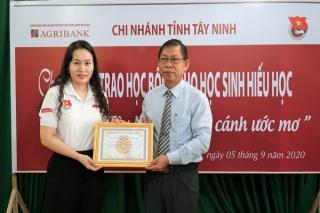 """Agribank Tây Ninh trao học bổng """"Chắp cánh ước mơ"""" tại Trường THPT Tây Ninh"""
