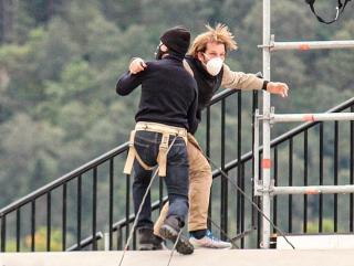 Tom Cruise tập cảnh hành động trên nóc tàu hỏa
