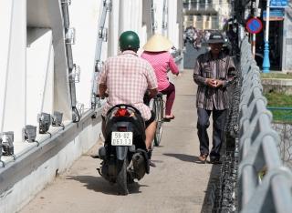 Cần đảm bảo an toàn giao thông trên cầu Quan