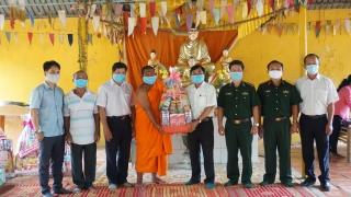 Lãnh đạo tỉnh thăm, chúc mừng lễ SenDolta của đồng bào Khmer