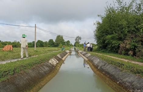 Xí nghiệp Thủy lợi thị xã Hòa Thành xử lý vi phạm trong phạm vi bảo vệ công trình thủy lợi