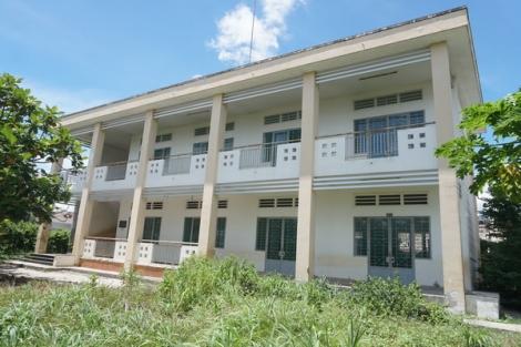 Nhiều trường học bị bỏ hoang