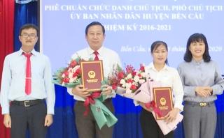 Bến Cầu tổ chức lễ công bố quyết định các chức danh chủ chốt UBND huyện
