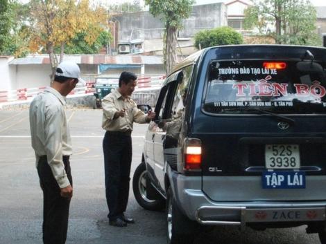 Bộ nào cấp bằng lái: Chờ Quốc hội quyết