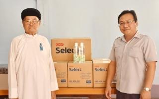 Hỗ trợ khẩu trang, gel rửa tay khô cho Hội thánh Cao Đài