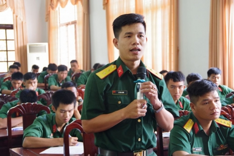 Sư đoàn 5 tổ chức đối thoại với cán bộ, chiến sĩ thuộc Trung đoàn 4 và 5