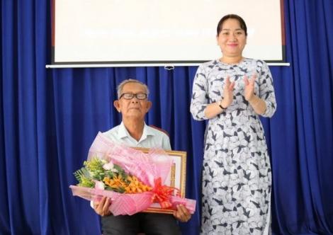 Gò Dầu: Trao tặng Huy hiệu 55 và 50 năm tuổi Đảng cho đảng viên xã Phước Trạch và Phước Thạnh
