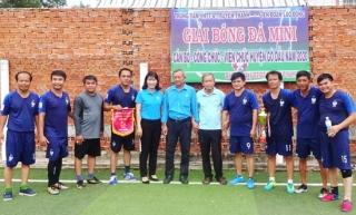 Tổ chức giải bóng đá mini cho cán bộ, công chức