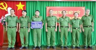 UBND tỉnh: Trao thưởng đột xuất cho Phòng Cảnh sát môi trường Công an tỉnh
