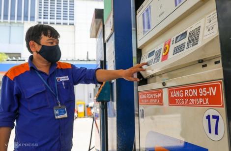 Giá xăng có thể tăng nhẹ ngày mai