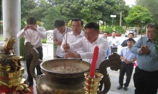 Viếng Nghĩa trang liệt sĩ Tân Biên (Đồi 82)