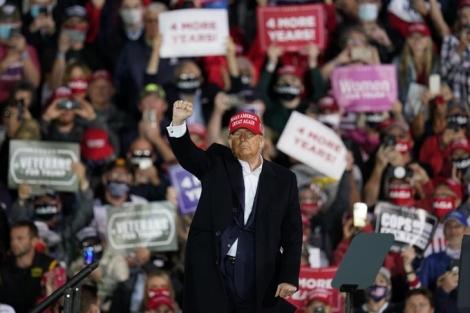 Những cử tri tôn sùng 'đấng nam nhi' Trump
