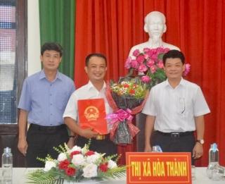 Trao Quyết định Phê chuẩn chức vụ Phó Chủ tịch UBND thị xã Hòa Thành