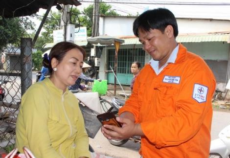 Hướng dẫn người dân các tiện ích thanh toán tiền điện và dịch vụ khách hàng