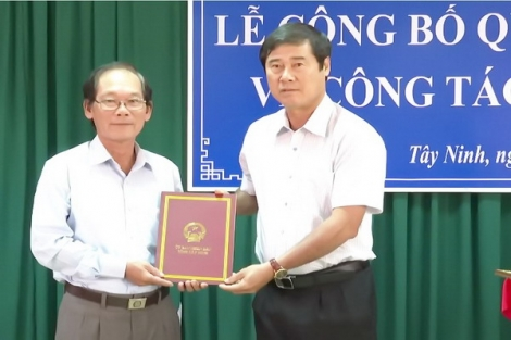 UBND tỉnh: Trao quyết định nghỉ hưu cho ông Tạ Văn Đáo