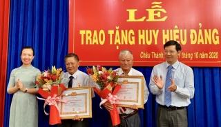 Bí thư Tỉnh uỷ Nguyễn Thành Tâm: Trao Huy hiệu 55, 50, 45 và 40 năm tuổi Đảng tại Châu Thành