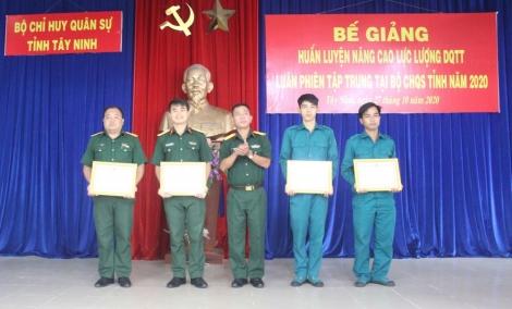 Bế giảng khoá huấn luyện nâng cao lực lượng Dân quân thường trực