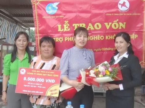 Trao vốn, phương tiện khởi nghiệp cho phụ nữ huyện Tân Biên