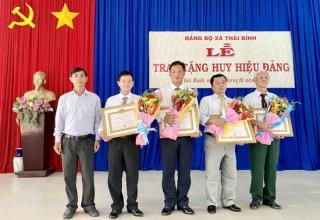 Châu Thành: Trao huy Hiệu 45, 40, 30 tuổi Đảng