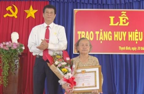 Trao huy hiệu 50 tuổi Đảng tại xã Thạnh Bình
