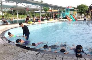 Dạy bơi miễn phí cho trẻ em tại huyện Dương Minh Châu