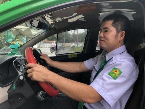 Tài xế taxi tích cực tham gia tố giác người nhập cảnh trái phép