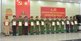 Công an Tân Châu công bố quyết định bố trí công an chính quy đảm nhiệm chức danh công an xã