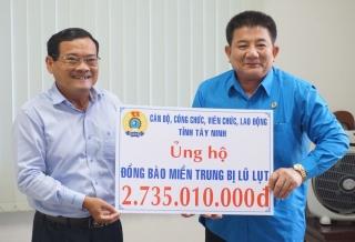 LĐLĐ tỉnh: Trao hơn  2,7 tỷ đồng ủng hộ đồng bào miền Trung bị bão lũ