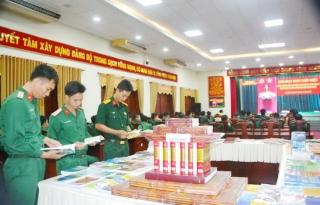 Khối cơ quan Bộ CHQS tỉnh sinh hoạt Ngày Pháp luật Việt Nam