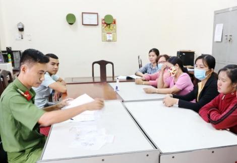 Công an Tây Ninh trao trả tài sản bị cướp và móc túi cho 16 người dân