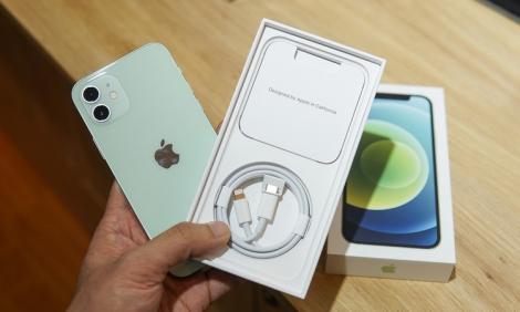 iPhone 12 chính hãng sẽ rẻ hơn hàng xách tay