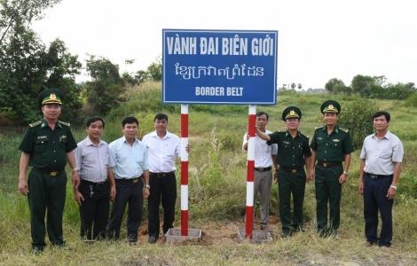 Khởi công xây dựng công trình biển báo trên khu vực biên giới