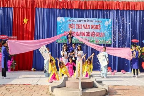 Trường THPT Trần Đại Nghĩa: Hội diễn văn nghệ và Họp mặt giáo viên chào mừng ngày Nhà giáo Việt Nam 20.11