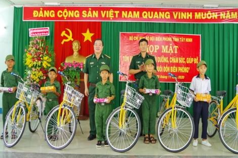 """Biên phòng Tây Ninh: Sơ kết 1 năm thực hiện mô hình """"Con nuôi Đồn biên phòng"""""""